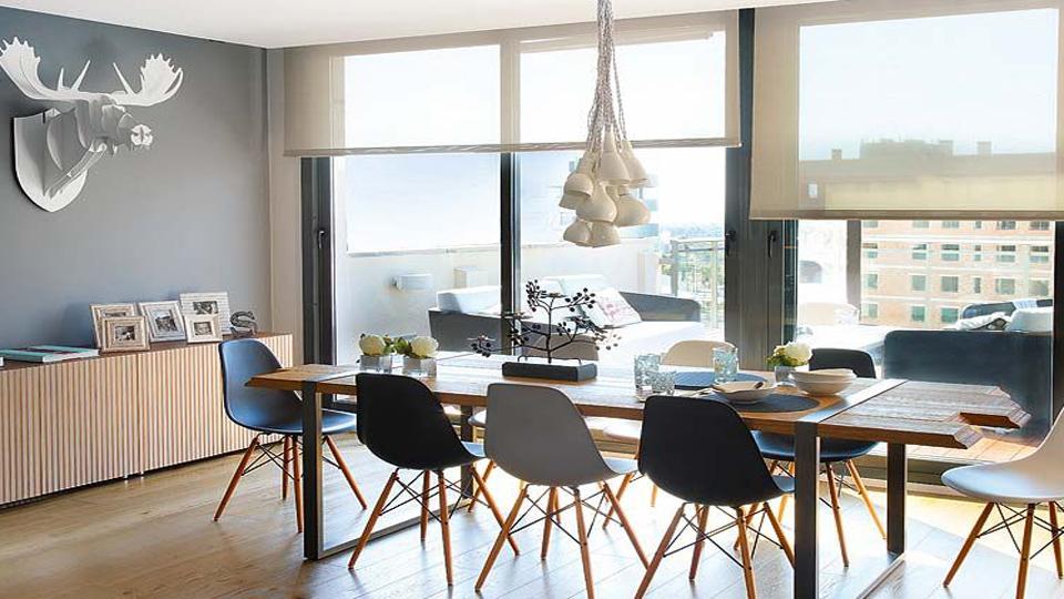 Table a manger et chaises scandinave