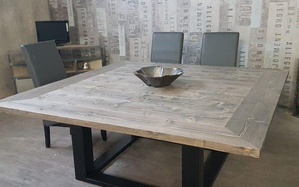 Table à manger carré scandinave