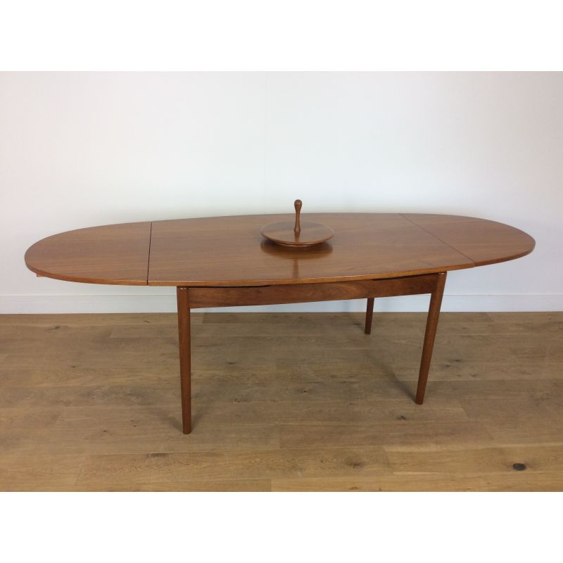 Table de repas scandinave ovale