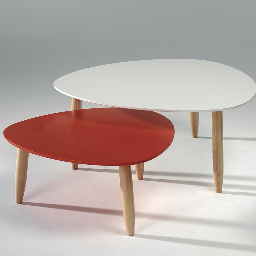 Table scandinave rouge