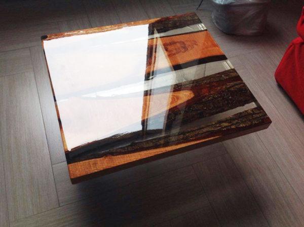 Table basse bois resine