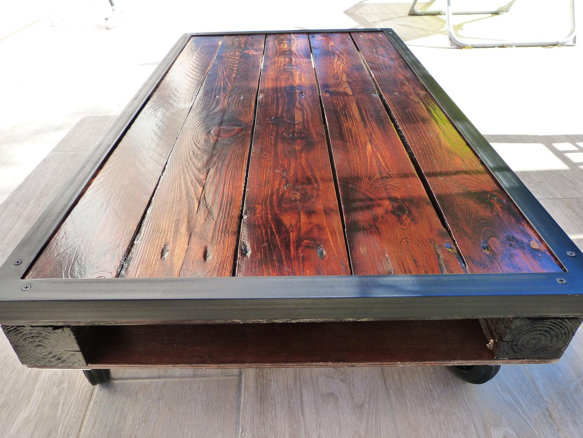 Table basse palette corniere